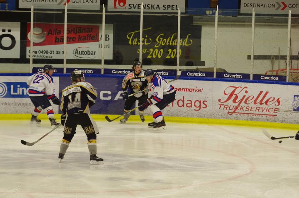 Under lördagen inledde J20 seriespelet i div 1 östra i Visby ishall. Det  blev minst sagt en målrik historia till hemmalagets favör b329fdbcdb1a7